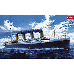 plastic model ship, plastic model ships,RMS Titanic Ocean Liner -- Plastic Model Commercial Ship Kit -- 1/400 Scale -- #14215